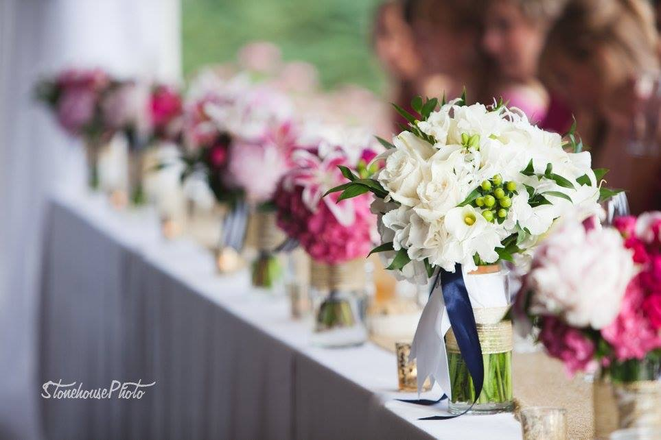 Bouquets at Highland Golf Course. Good Thyme Catering. Photo by Hannah Stonehouse.