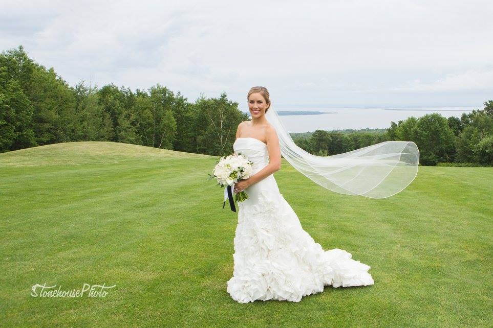 Bride at Highlands Golf Course. Photo by Hannah Stonehouse.